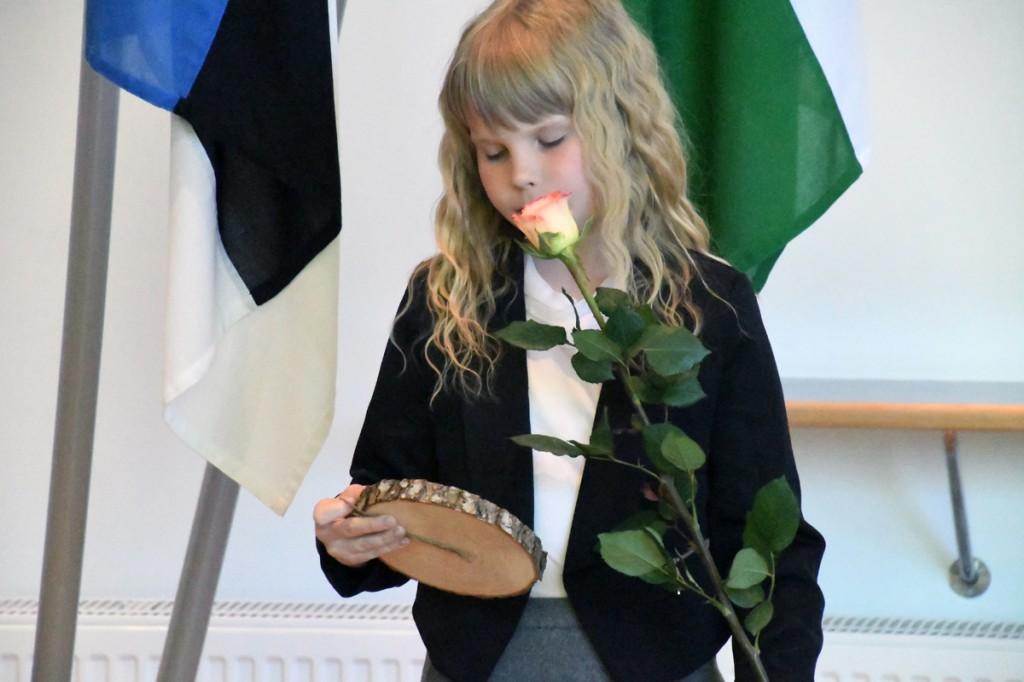 Maavalitsuse saali parketile kutsutute hulgas oli noorim osaleja Vändra gümnaasiumi 2 klassi õpilane Mia Saar Foto Urmas Saard