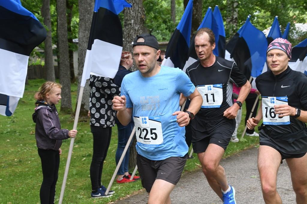 Maraton Eesti Vabariik 100 maratoonarid läbivad Sindit Foto Urmas Saard