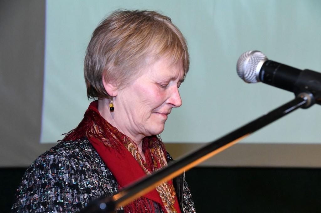 Mercedes Merimaa esineb Tervise keskuses TÜ Pärnu kolledž Väärikate ülikooli kuulajatele. Foto Urmas Saard