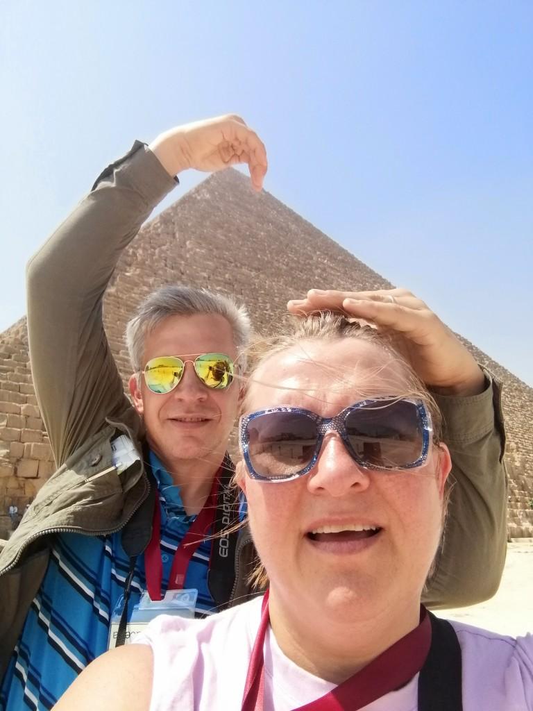 Mikko Selg ja Piia Karro Selg Gizas. Foto selfie