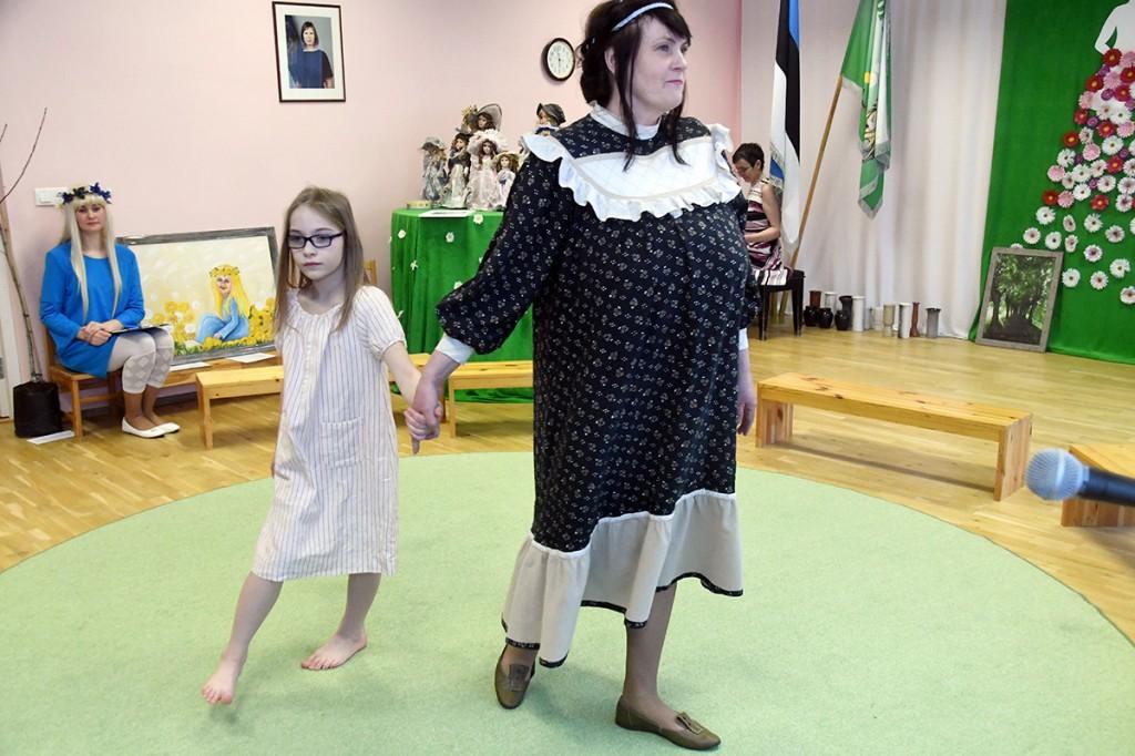 Moedemonstratsioon juubelit tähistavas Sindi lasteaias. Foto Urmas Saard