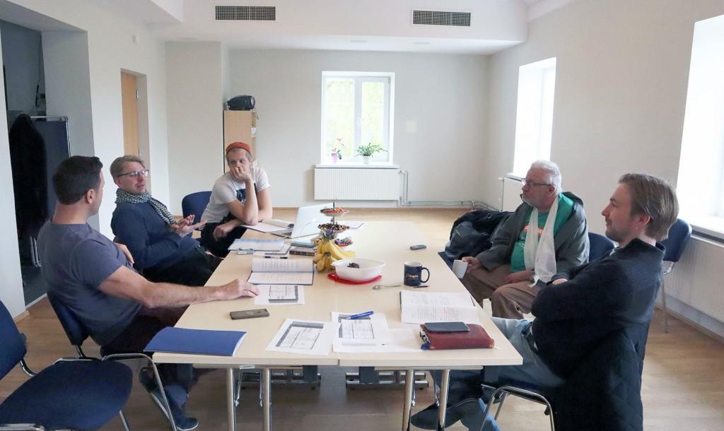 Näitlejad Veikko Täär, Lauri Kink, Raivo Adlas, Rauno Kaibiainen ja lavastaja Peep Maasik on juba Otepääl. Foto Otepää Kultuurikeskused