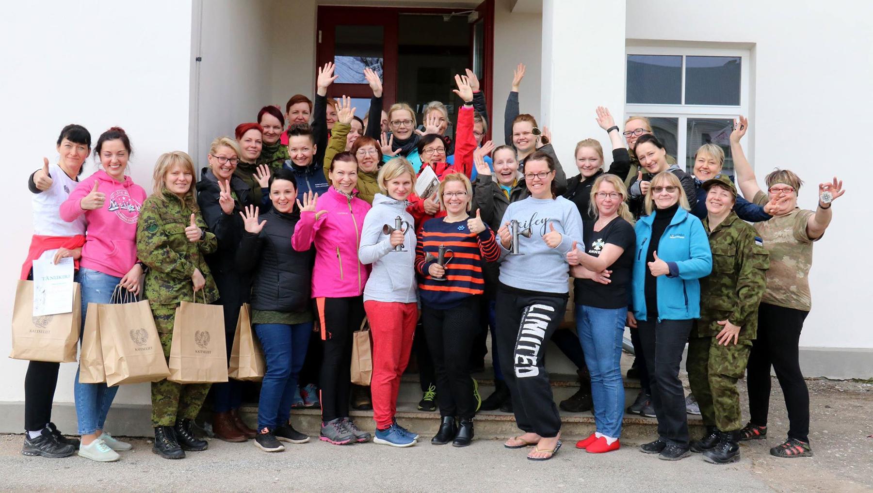 Naiskodukaitsjate üheteistkümne võistkonna hulgas on ka Pärnumaa kolmeliikmeline võistkond. Foto Kristel Kitsing