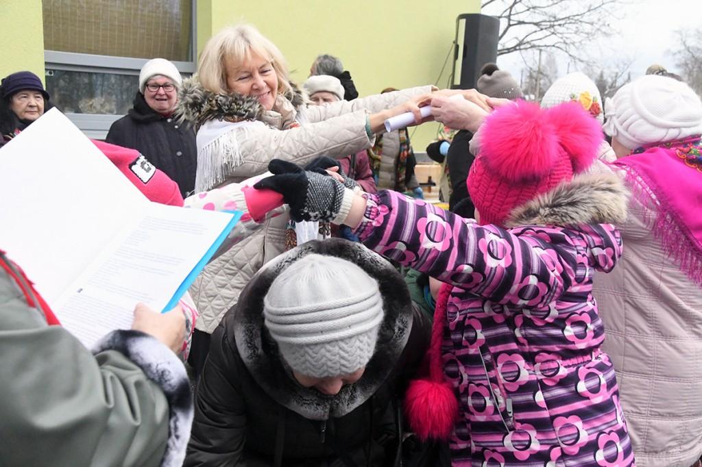 Niina Mozessova osaleb ka ise vastlapäeva seltskonnamängudes. Foto Urmas Saard