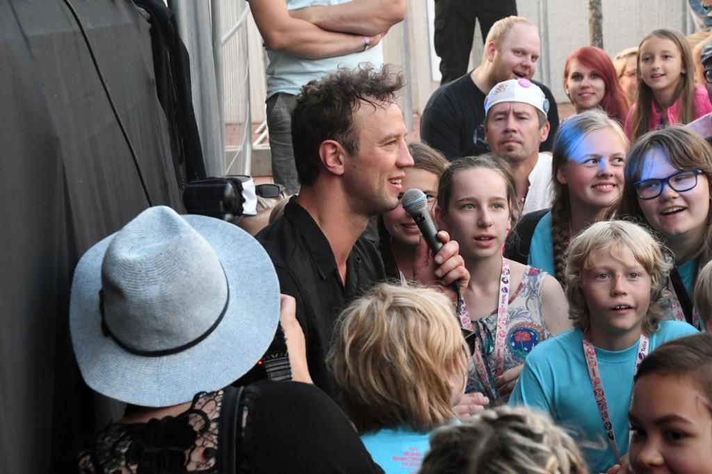 Nikns Suns laulja Priit Oks astus lavalt maha kuulajate sekka Foto Urmas Saard