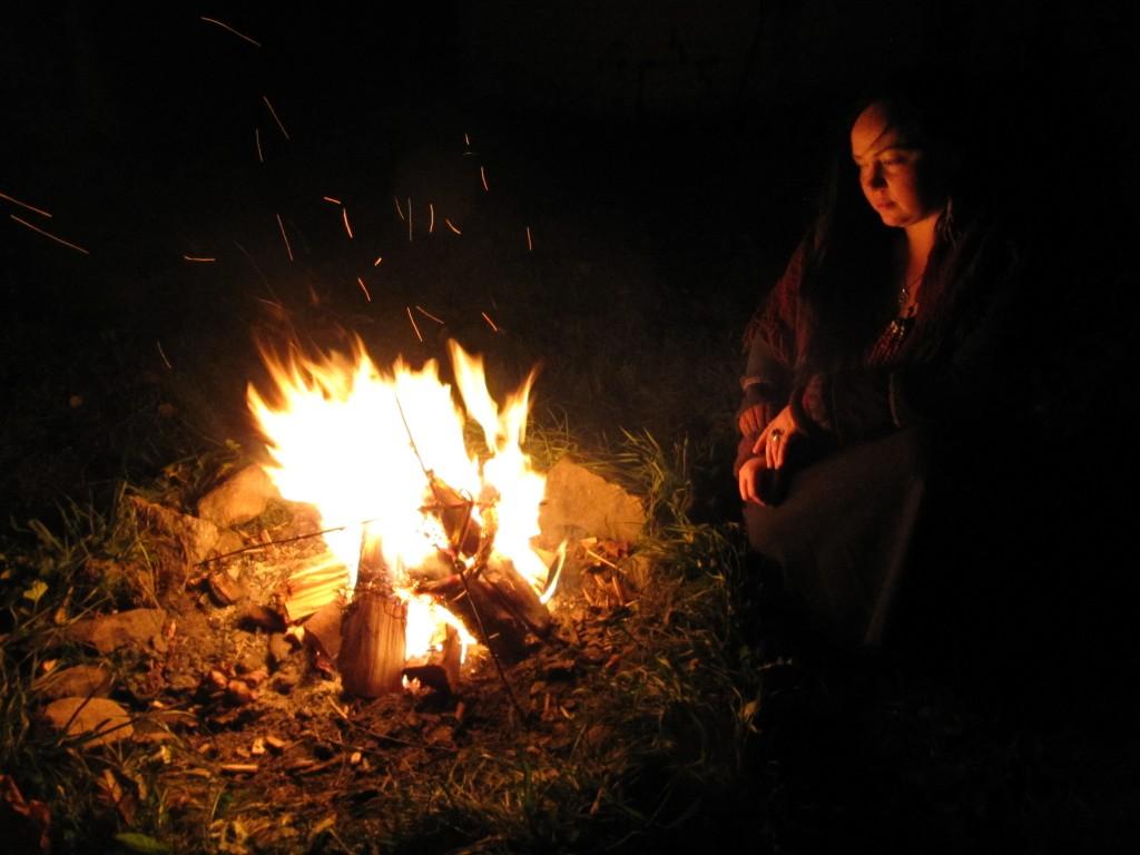 Hingedeöös on Liina Meta Kuuskman süüdanud puhastava lõkketule. Foto: Elina Allas