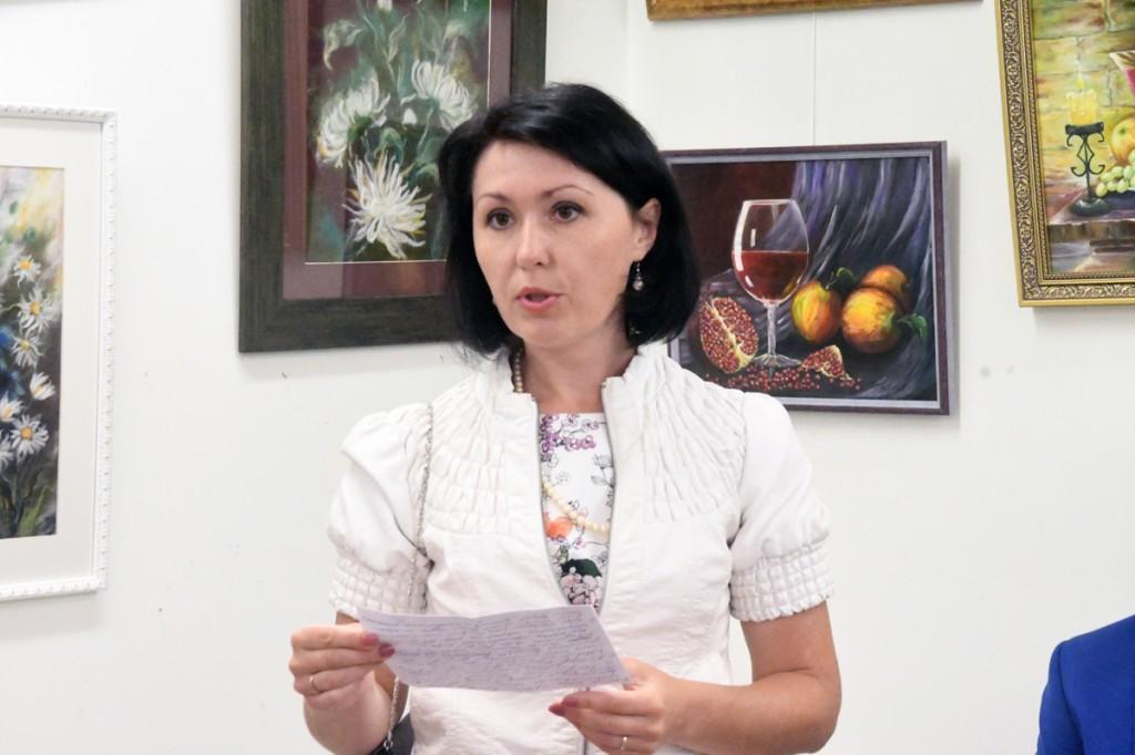 Olga Belash-Karasjova oma isikunäituse avamisel Sindi muuseumis Foto Urmas Saard