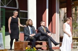 """Etenduse """"under Under Marie Underist"""" osatäitjad: (vasakult) Lea, Marko, Anto ja Anneli. Fotod: erakogu"""