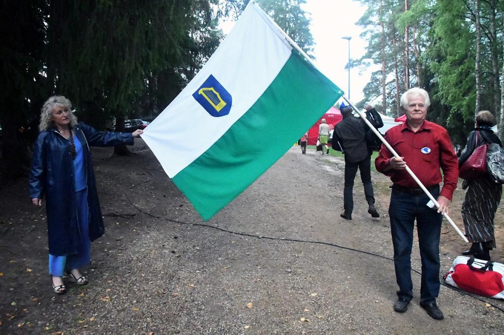 Osvald Sasko Petserimaa lipuga Foto Urmas Saard