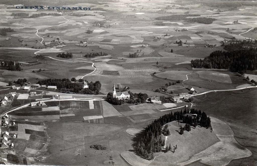 Otepää linnamägi õhust 1930. aastate postkaardil