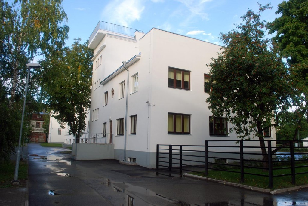 Pärnu Ühisgümnaasiumi hoone on kõigilt külgedelt nauditava vaatega Foto Urmas Saard