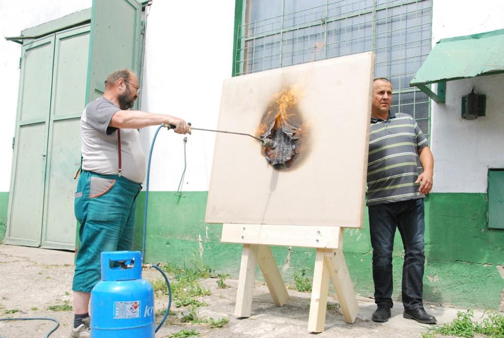 Põhuplaat ei võta tuld külge Foto Urmas Saard