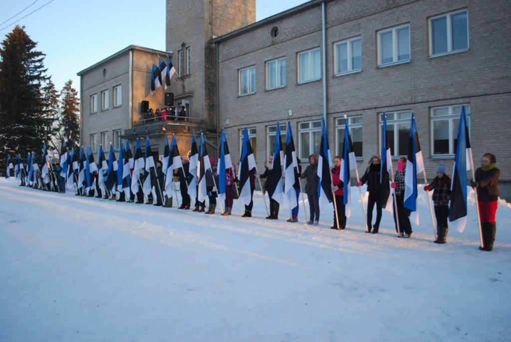 Pidulik lipurivistus Sind raekoja ees 2013 a 24 veebruari hommikul Foto Urmas Saard