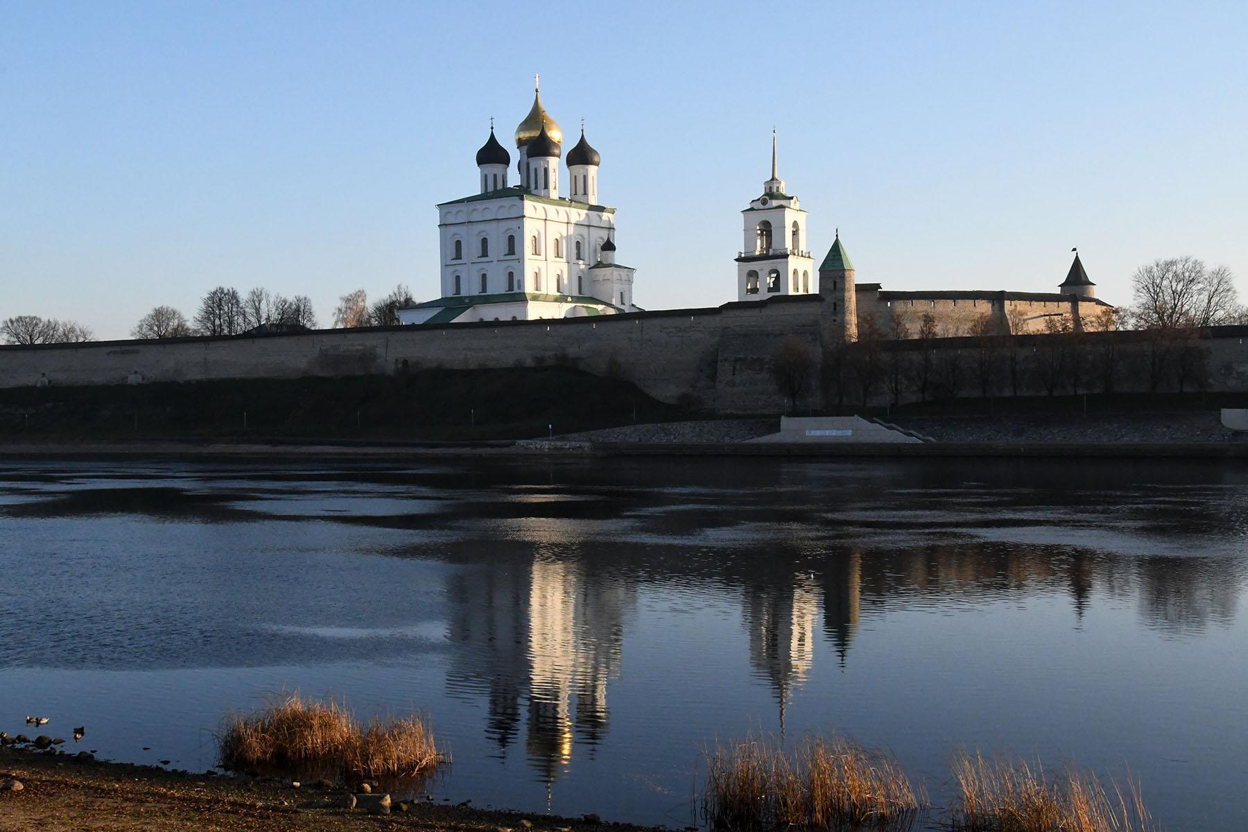 Pihkva kreml ja Püha Kolmainsuse katedraal. Foto Urmas Saard