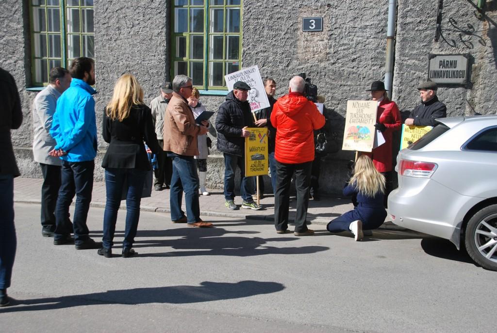 Piketeerijad otsivad Pärnu turule lahendust Foto Urmas Saard