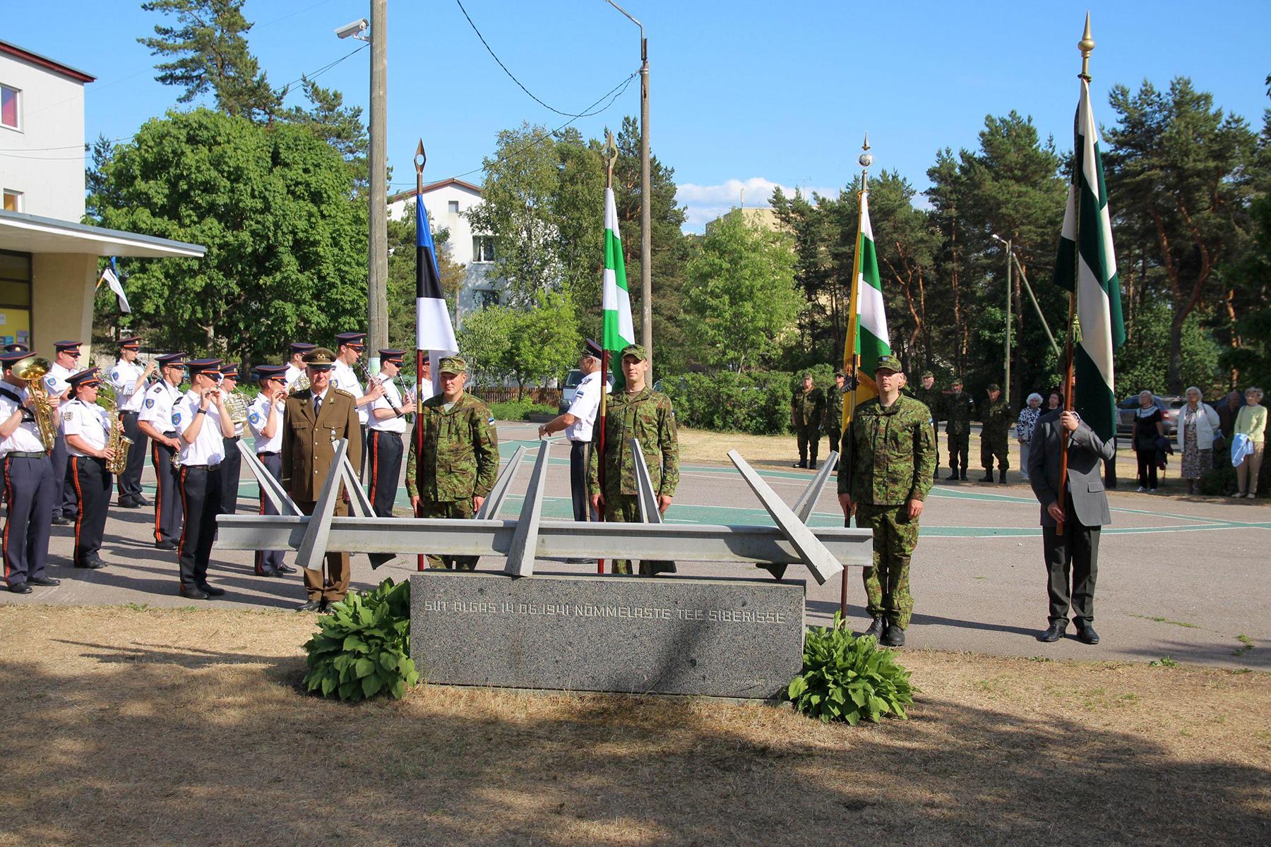1045477f4c2 Pildil 2018. a 14. juunil Pääsküla jaama juures toimunud juuniküüditamise  mälestustseremoonia. Foto Jukko