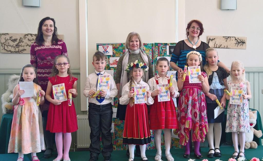 Pildil on kõik eelvoorus osalenud 7-aastased lapsed koos oma juhendajatega Foto Mikko Selg