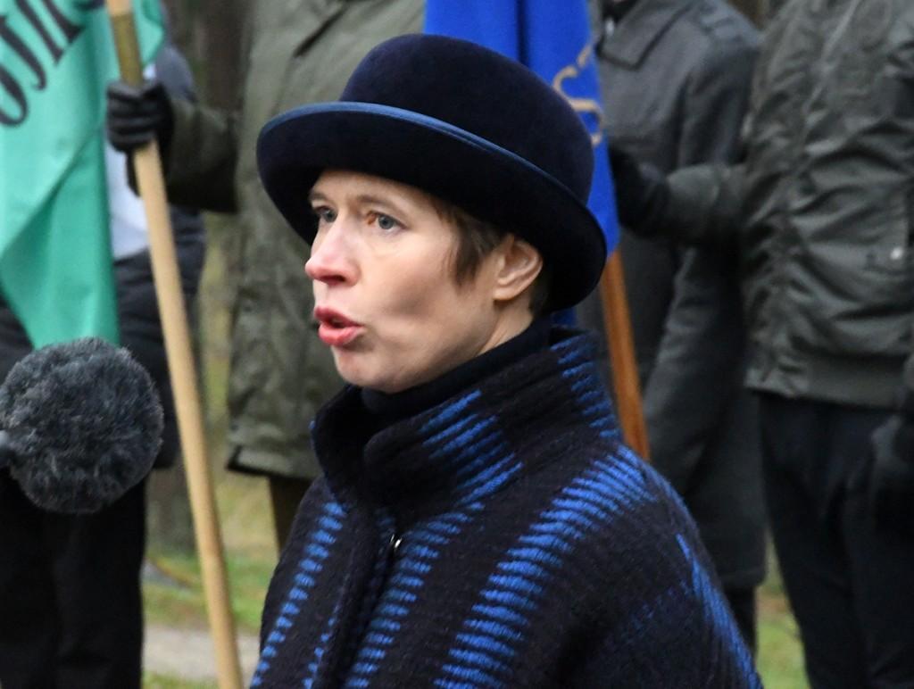 President Kersti Kaljulaid Tallinna Metsakalmistul. Foto Urmas Saard