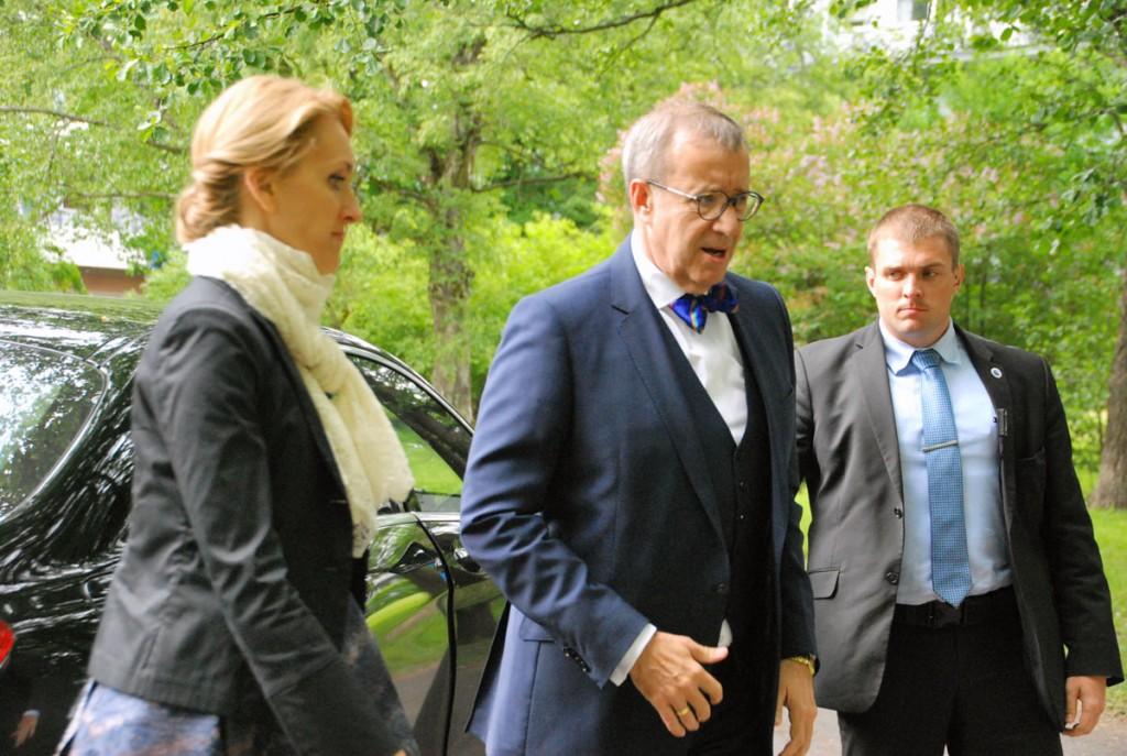 President Toomas Hendrik Ilves tamme istutamisel Pärnus Foto Urmas Saard