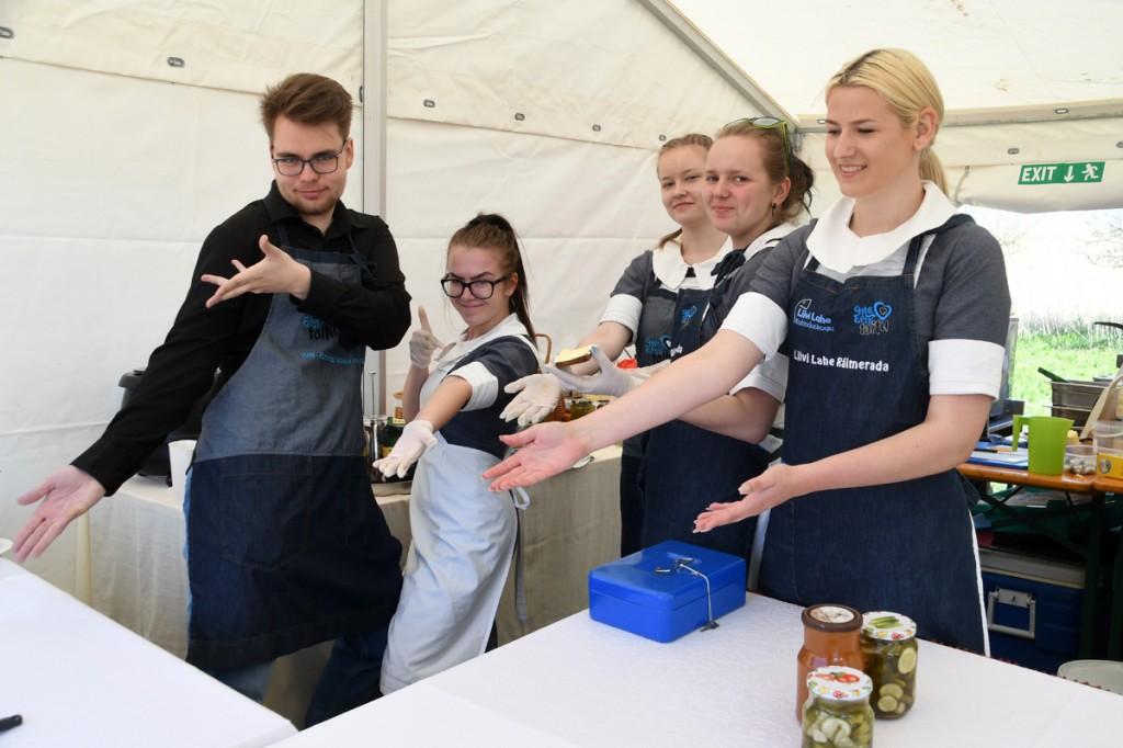 RäimeFestil avatud Tõstamaa kooli noorte poolt loodud pop-up mõisa kohvik Foto Urmas Saard