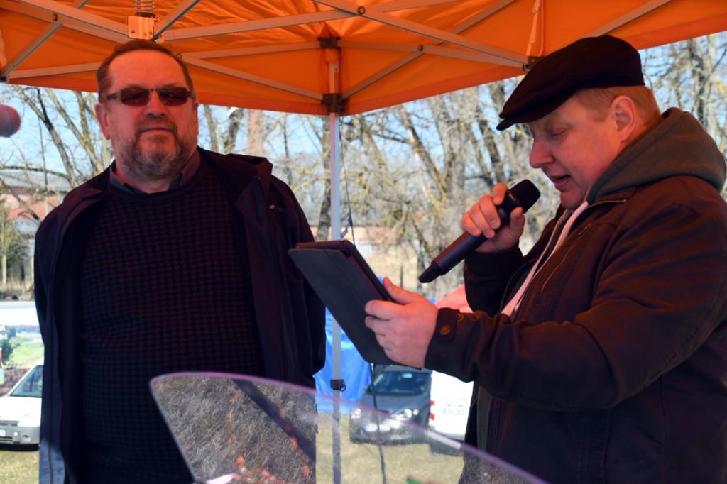 Rein Ariko (vasakul), Sindi linnapea, vastab päevajuhi Peeter Kaljumäe küsimustele Foto Urmas Saard
