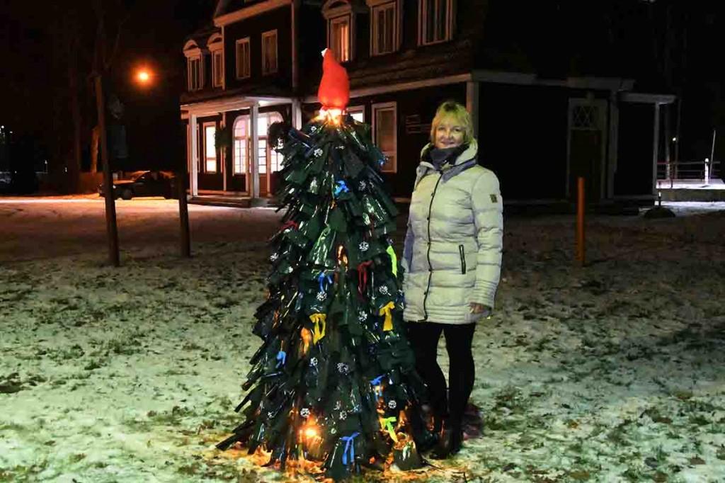 Renna valmistatud jõulupuu installatsioon Sindis. Foto Urmas Saard