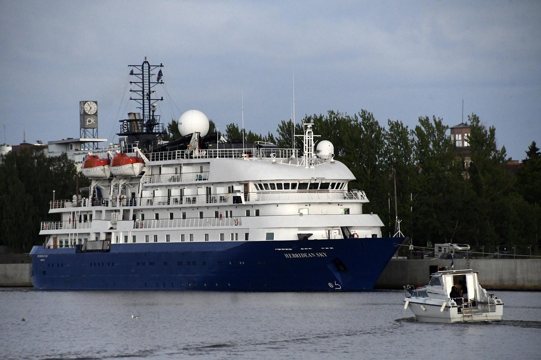Ristluslaev Hebridean Sky Pärnu kesklinna kai ääres. Foto Urmas Saard