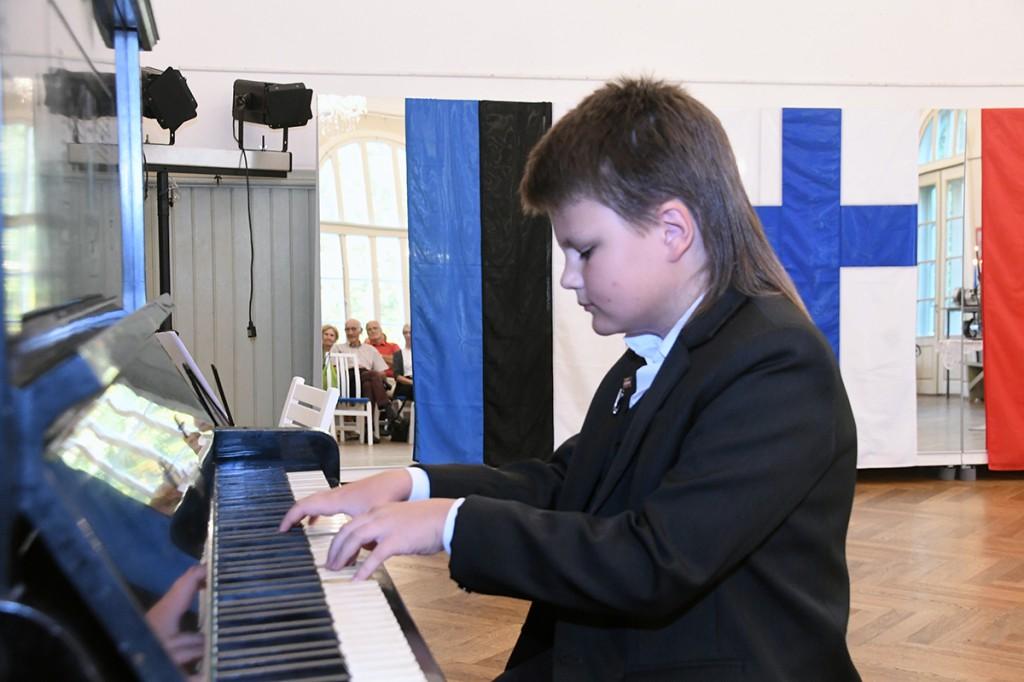Ruslan Andrejev kontserdil Pärnus Raeküla Vanakooli keskuses Foto Urmas Saard