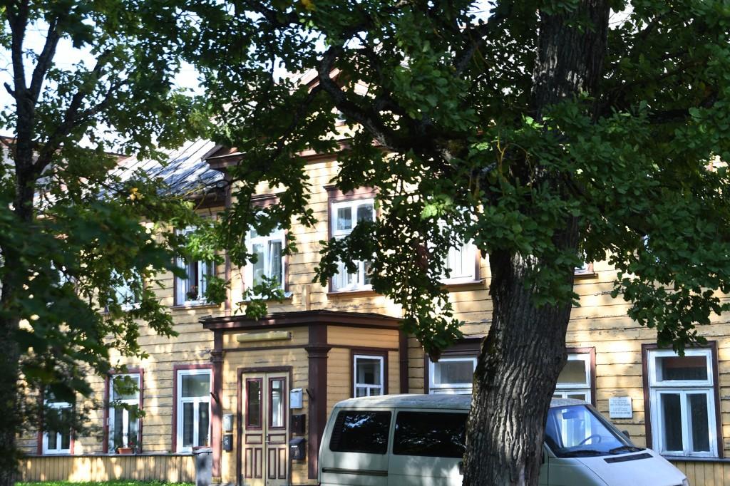 Särgava maja asub Sindis Pärnu maanteega külgneva Vabriku pargi tagumise serva ääres. Foto Urmas Saard