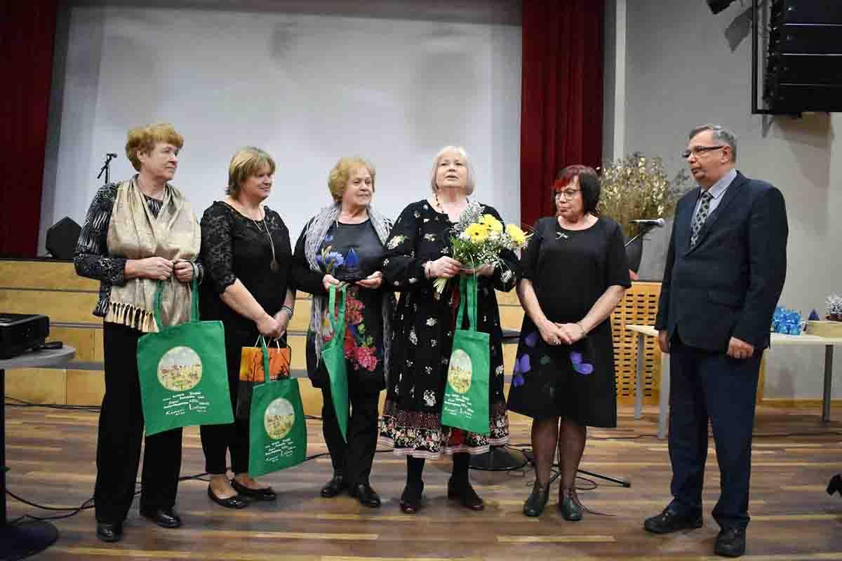 adee0d34964 Sadala Külade Seltsi juhatus koos Jõgevamaa Kodukandiühenduse juhatuse  esimehe Liia Lusti ja Jõgeva abivallavanem Arvo Sakjasega