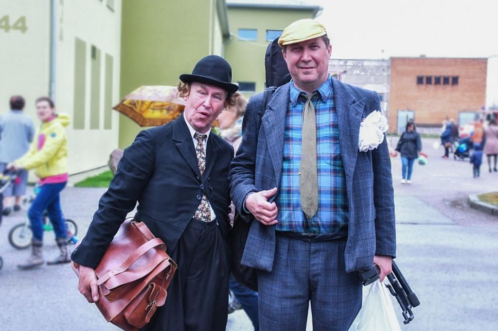 Saepuru Sass (Lauri Nebel) ja Vinkli Aadu (Elmar Trink) Sindi laadal Foto Helen Parmen