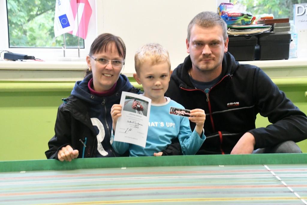 Sebastjan Roosaar koos ema ja isaga Foto Urmas Saar