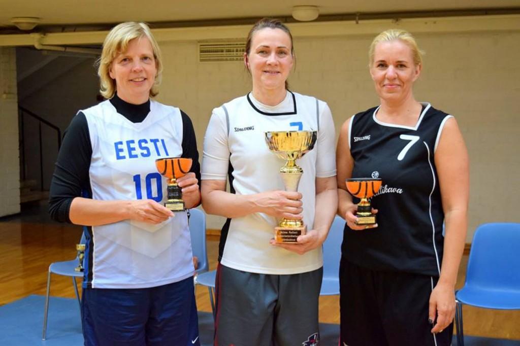Selma Multeri karika võitis Kai Lass (pildil ka R Rausbergi ja R Laherand)