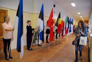 Sindi gümnaasiumi visiitkaardiks on lipud Foto Urmas Saard