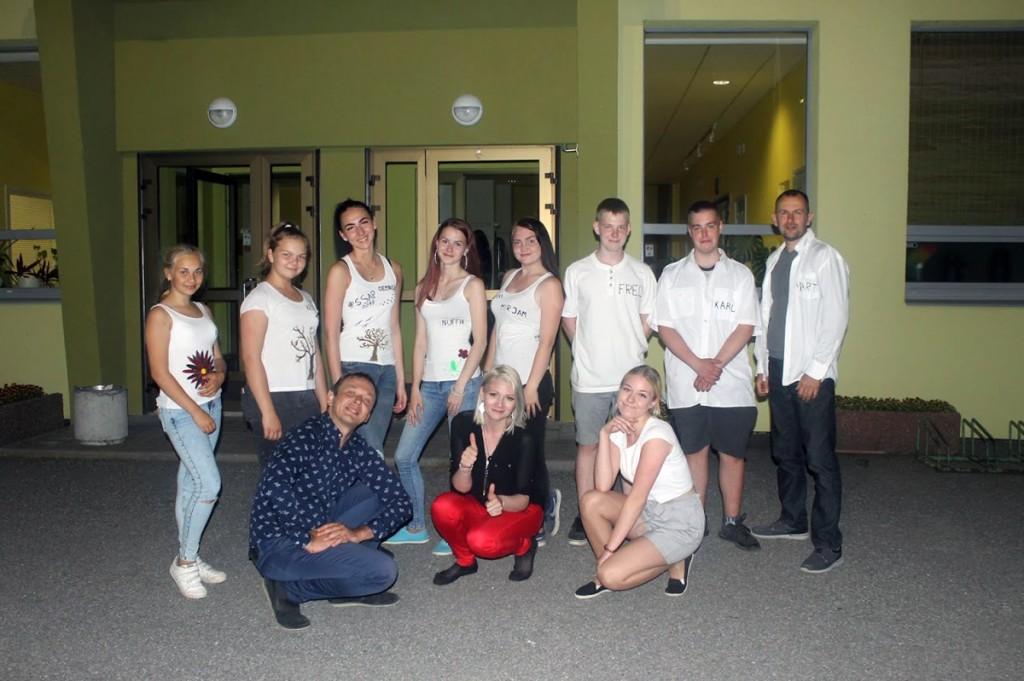 Sindi noortevolikogu algatusgrupp ja ansambel Respekt liikmed Foto Aveli Lehiste