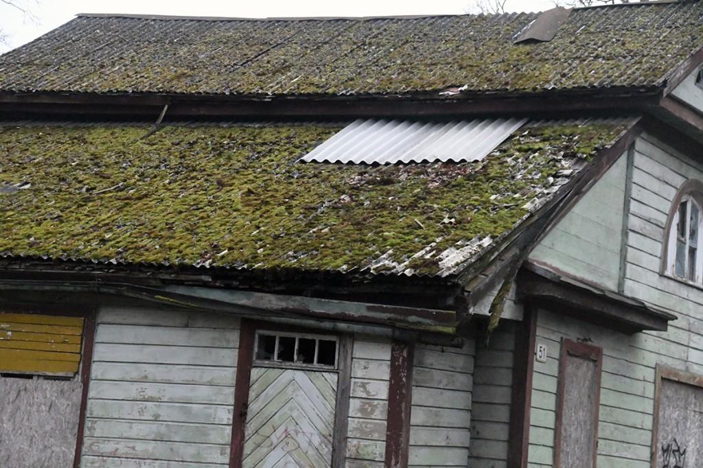 Sindis Pänu mnt 51 maja  lapitud katus. Foto Urmas Saard