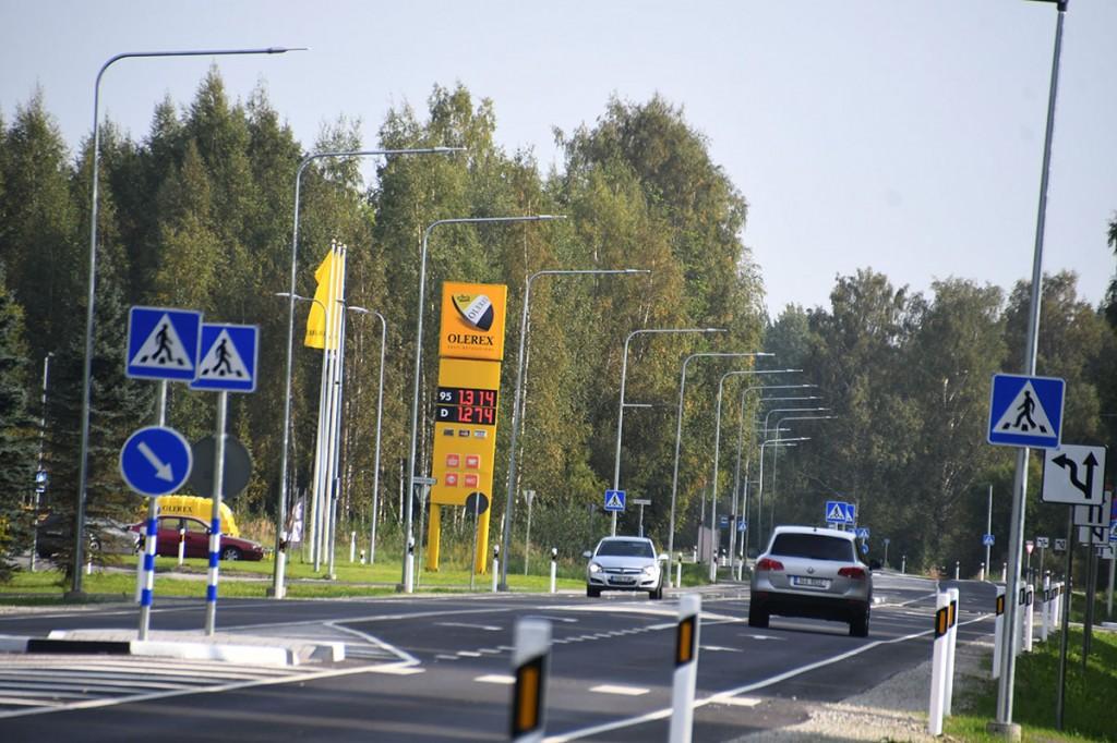 Sindit läbiv Pärnu ja Tori vaheline uunedatud teelõik Foto Urmas Saard