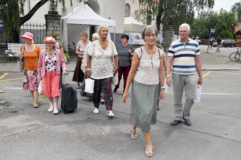TÜ Pärnu kolledži Väärikate ülikooli suveülikooli kuulajad naasevad  Arvamusfestivalilt koju Foto Urmas Saard