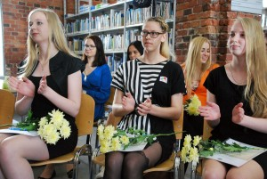 Täiendõppe lõpetanud Pärnu kolledži raamatukogus Foto Urmas Saard