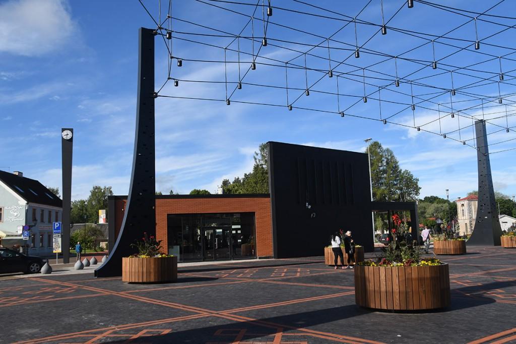 Tõrva uuendatud keskväljak Foto Urmas Saard