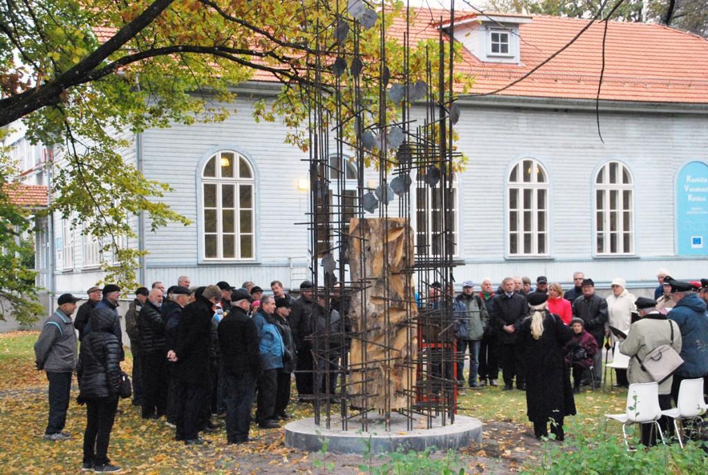 Taevatrepp objektil Raeküla vana koolimaja juures, kust algas teekond Tšornobõlisse Foto Urmas Saard