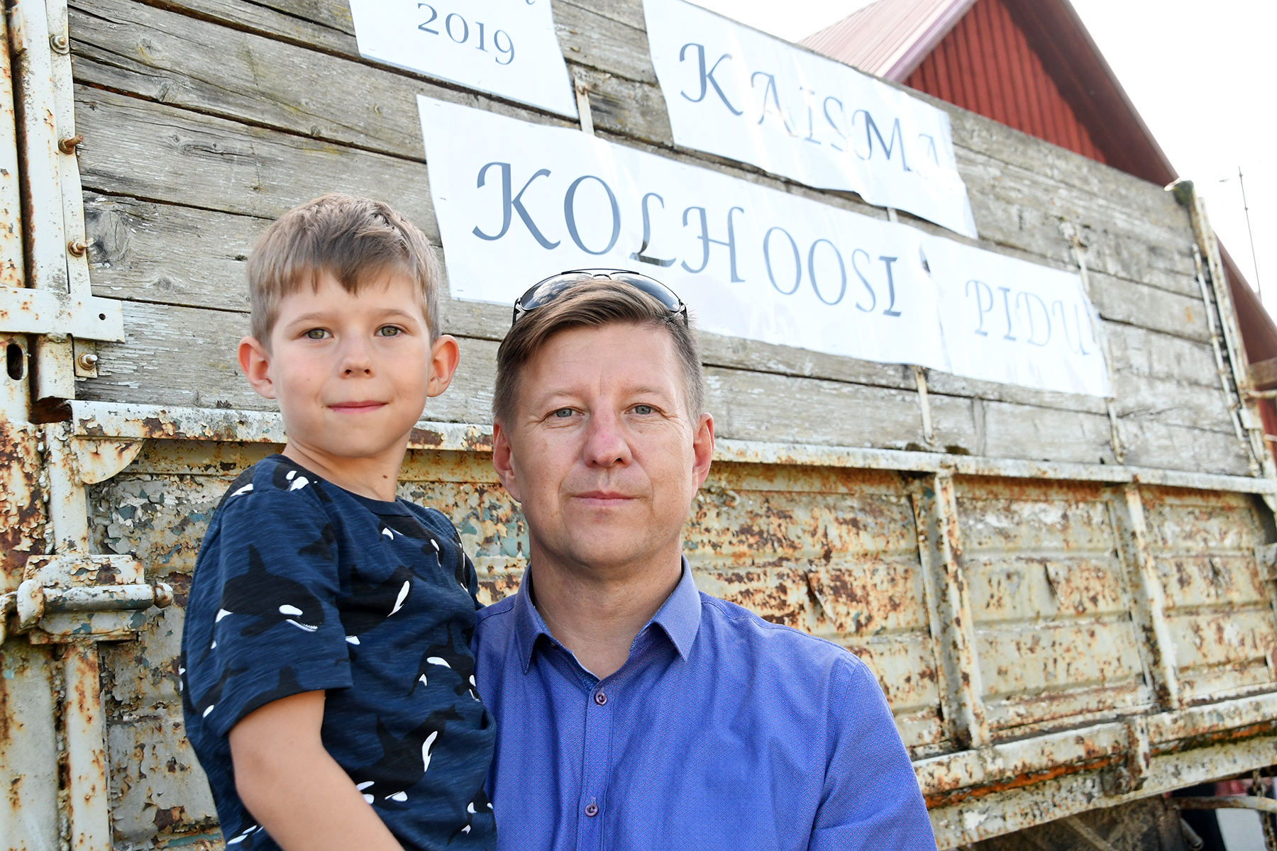 Tarmo Lehiste, OÜ Kaisma nõukogu esimees ja tema poeg Sander Kaisma kolhoosi 70. aastapäeva tähistamisel. Foto Urmas Saard