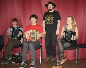 Tartu tantsuklubis musitseerimas vasakult Margus Priks, Toomas Ojasaar, Meelis Int ja Ruti Kirikmäe. Foto: Ketriin Antson