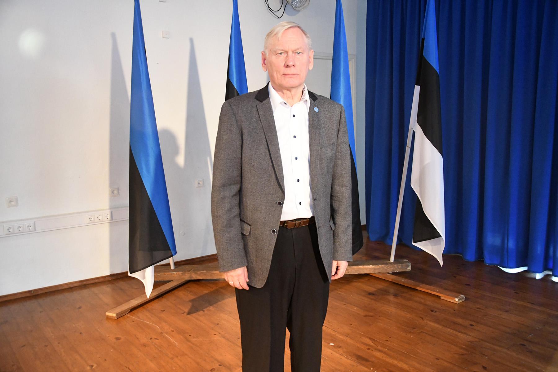 Trivimi Velliste, Eesti lipu seltsi juhatuse liige, Sindi gümnaasiumi õpilaskonveentsil Eesti lipp 135 Foto Urmas Saard
