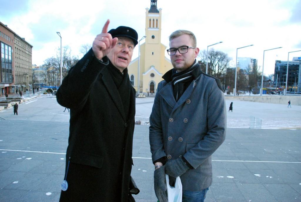Trivimi Velliste ja Jan Enriko Laidsalu Vabadussõja mälestussamba ees, mõlemal on öelda oluline sõnum Foto Urmas Saard