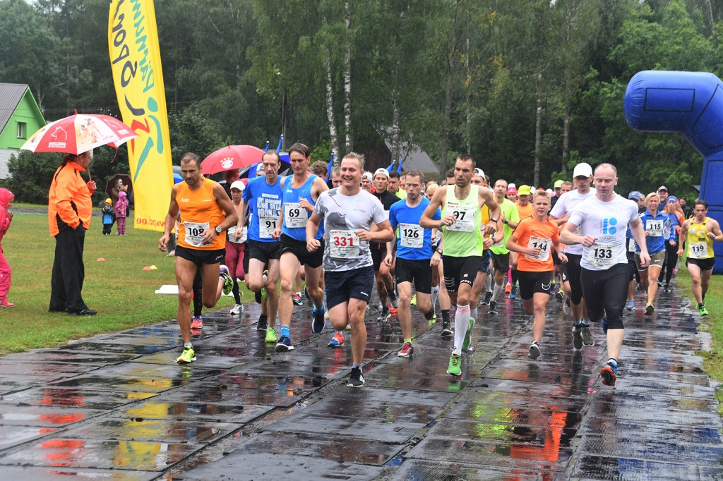Uhla - Rotiküla kolmanda jooksu start on antud. Foto Urmas Saard