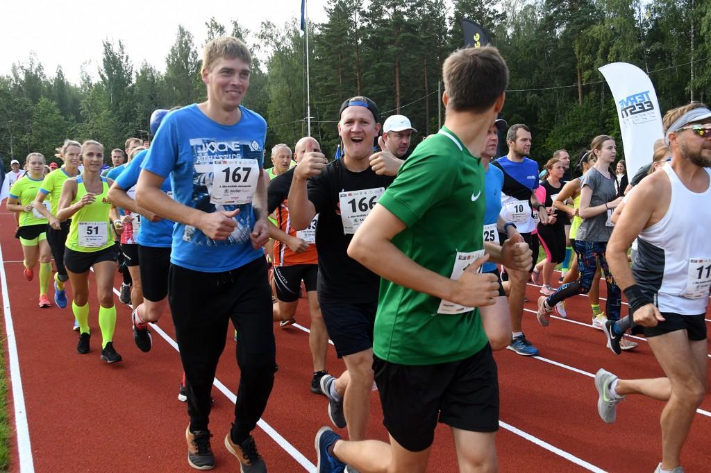 Uhla-Rotiküla neljanda jooksu start on antud. Foto Urmas Saard