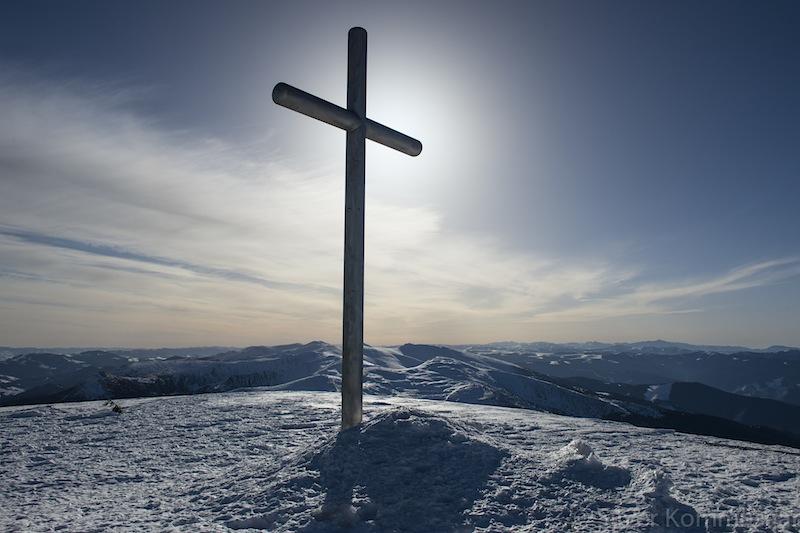 Ukrainlaste vabadusrist. Ukraina kõrgeim tipp 2060 m. Foto: Silver Kommusaar.