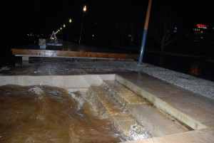 Veetõus Pärnu kesklinna kai ääres 6 detsembri õhtul kella 23 paiku Foto Urmas Saard