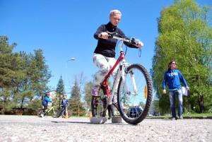 Vigursõitu sooritab Kristel Tael, kes võitis möödunud aastal jalgratta Foto Urmas Saard
